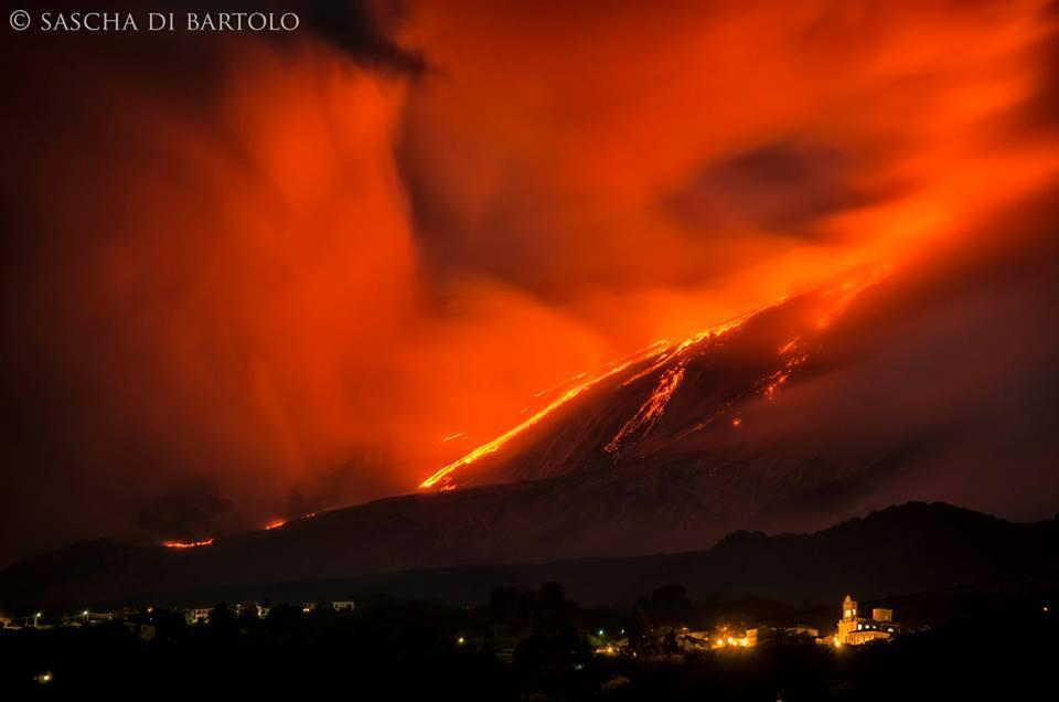 Eruzione fantastica dell'Etna - Foto di Sascha di Bartolo