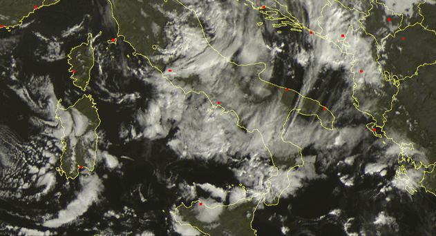 Nubi in aumento sul Centro-Sud - Scatto satellitare ore 11.30