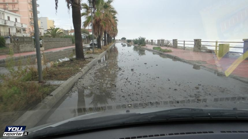 Maltempo Calabria: flagellate da piogge e mareggiate le zone di Catanzaro e Crotone