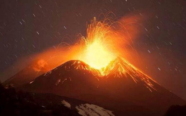 Eruzione Etna: fontane di lava altissime