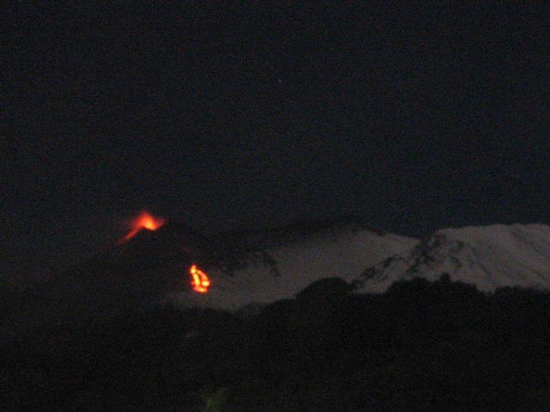 Eruzione Etna 16-17 Dicembre 2013: ancora violento parossismo in atto con boati fino in Calabria