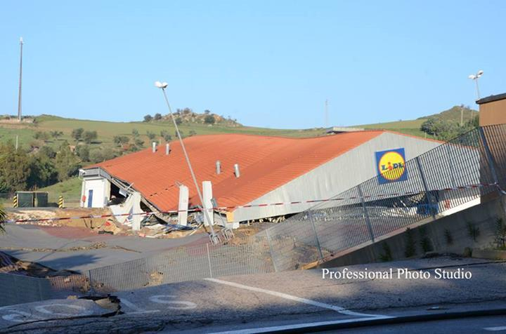Frana nel materano: il supermercato collassato a Montescaglioso
