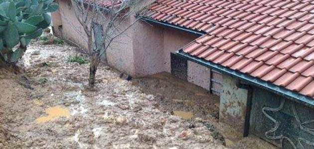 Siamo nel comune di Seravezza, per la precisione a Monte di Ripa: questa casa, a causa di una frana, è stata invasa dal fango