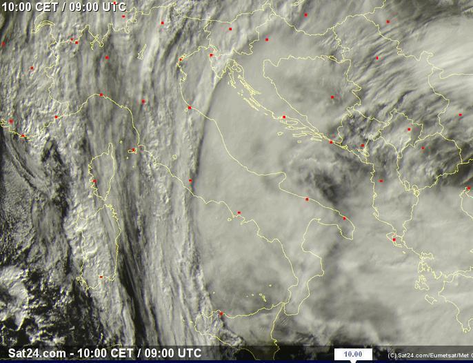 Maltempo diffuso sull'Italia. Nubi pressocchè ovunque. Eloquente lo scatto satellitare delle ore 10.00