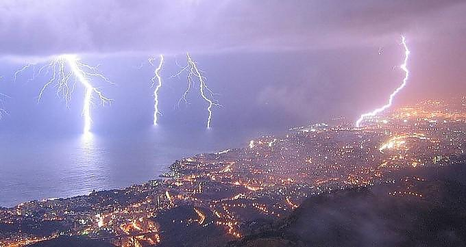 Allerta meteo AM: attenzione fra Venerdì e Sabato, Liguria, Toscana, Lazio, Campania, Calabria fra le regioni piu' colpite
