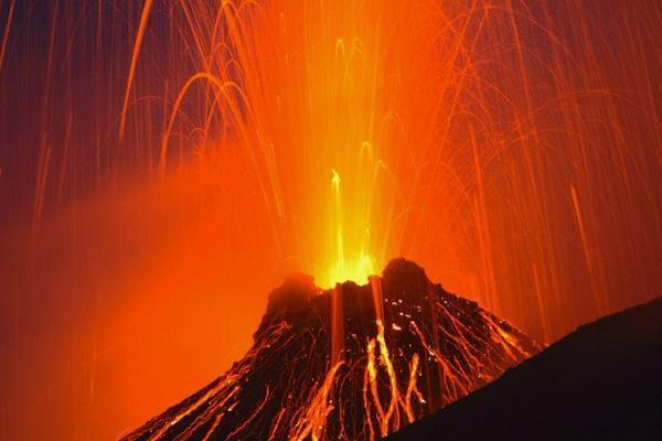 Eruzione Vesuvio: ecco il nuovo piano d'emergenza, 700 mila gli abitanti da evacuare in caso di risveglio