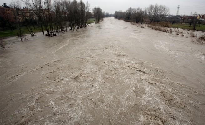 Emilia Romagna, Bologna: il Reno rischia di esondare, allerta massima su tutta la regione per il maltempo