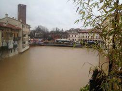 Maltempo Vicenza: non solo il Bacchiglione, ma fa paura anche il Retrone. Ecco gli ultimi aggiornamenti.