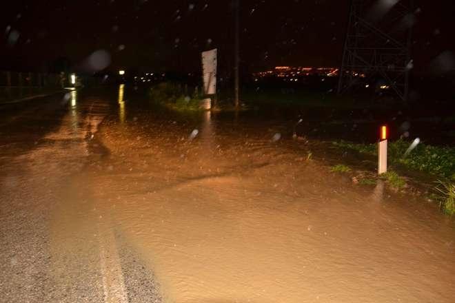 Ultim'ora: bomba d'acqua e grandine nelle Marche, ad Ancona. Allerta maltempo e nubifragi.