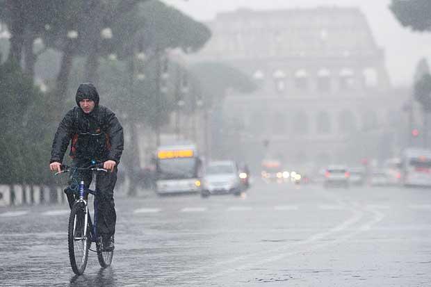 Previsioni meteo Roma: possibili nuovi temporali e piogge fra Lunedì e Martedì