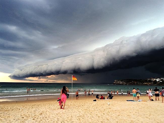 Tempesta apocalittica su Sydney: le impressionanti immagini stanno facendo il giro del mondo