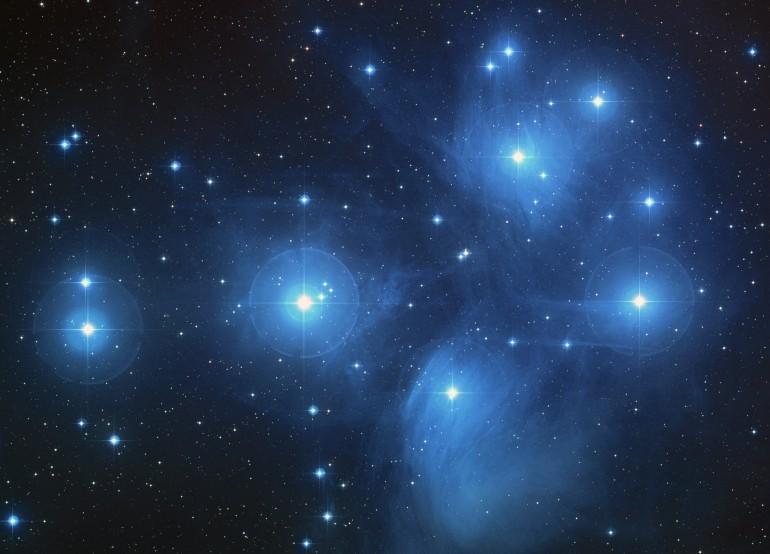 Affascinante congiunzione Luna Pleiadi domani 3 Aprile: ecco cosa avverrà