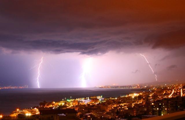 E' allerta meteo della Protezione Civile: intensi temporali in arrivo