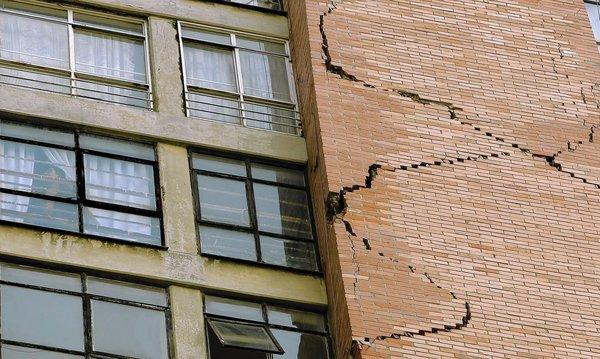 Terremoto in Messico: edificio con crepe a città del Messico