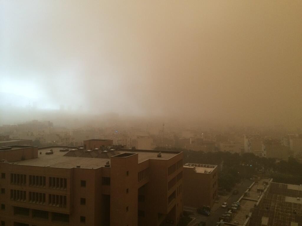 Apocalittica Tempesta Di Sabbia Vento E Pioggia Colpisce