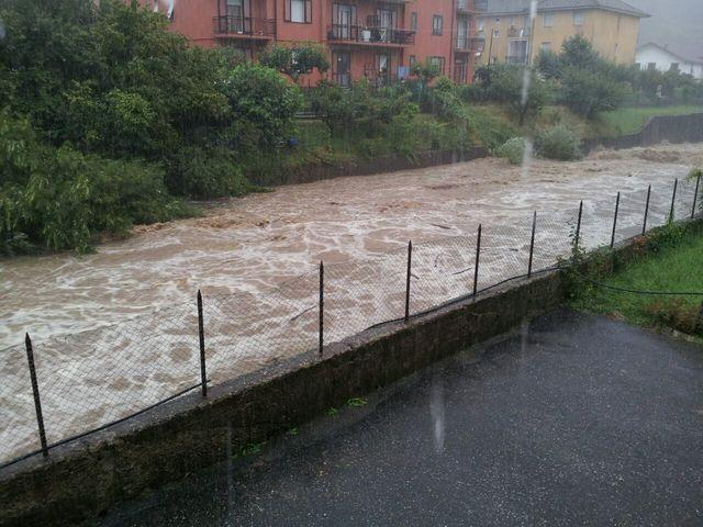 Forte maltempo in Liguria: Trombe d'aria, nubifragi e danni.