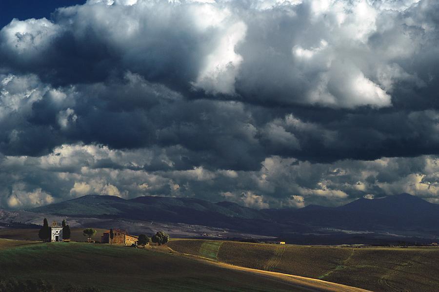 Previsioni meteo oggi: deboli piogge al Sud sereno al Nord