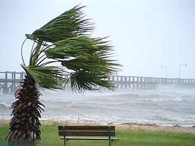 Previsioni meteo oggi: vento e pioggia lungo le Adriatiche