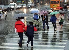 Previsioni meteo oggi: forti temporali al Nord, più stabile al Sud