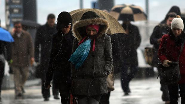 Previsioni meteo domani: crollo termico e nevicate a quote basse