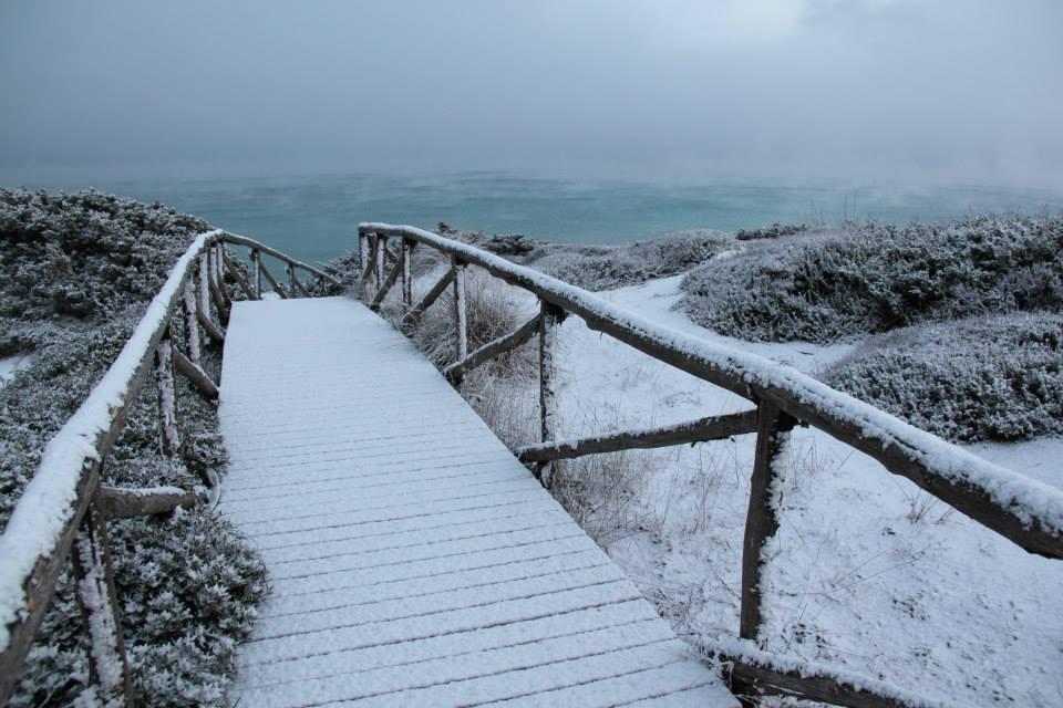 Splendide e didattiche immagini della neve di fine anno dal Sud Italia