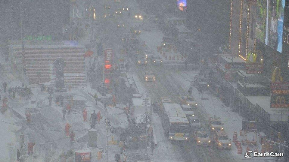 Bufere di neve colpiscono New York
