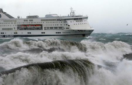 Attesi venti di burrasca e mareggiate su tutto il Mar Ligure
