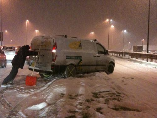 Maltempo e nevicate al Nord: a causa della neve chiusa la A26 e disagi sulla A7