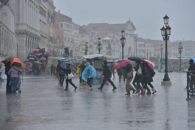 Previsioni meteo Carnevale Venezia. Foto Sabadin/Vision
