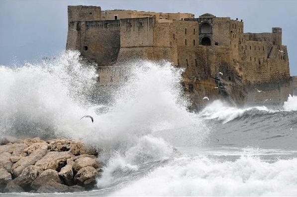 Previsioni meteo Napoli: attese abbondanti piogge e nevicate in collina