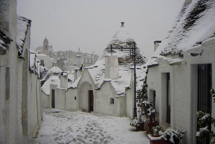 Gelidi e forti venti sferzano l'Adriatico: nevicate al piano in Puglia e Molise