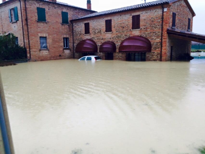 Alluvione nel riminese immagini impressionanti da vergiano for Piani di garage distaccati viventi del sud