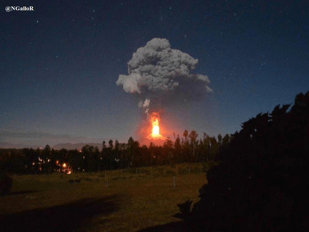 Spettacolare eruzione del vulcano Villarca in Cile - Foto NGalloR