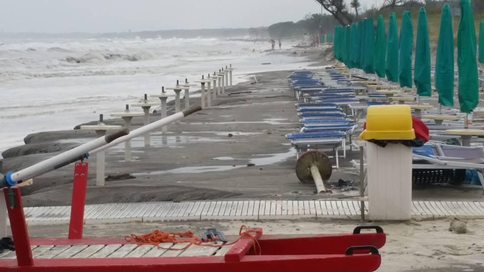 Devastanti mareggiate in romagna spiagge mangiate e - Meteo a bagno di romagna ...