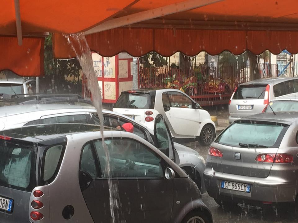Maltempo, binari allagati: circolazione interrotta sulla linea ferroviaria Bari-Lecce