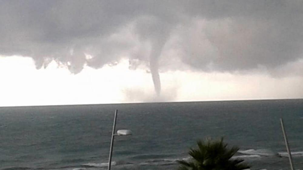 Forte temporale su Ostia: trombe marine, allagamenti e differenti disagi