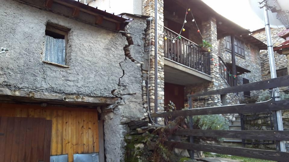 Frana un monte su Mendatica, case disabitate stanno crollando