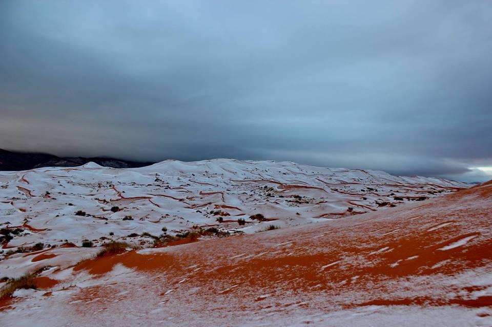 La prima neve nel Sahara dopo 37 anni