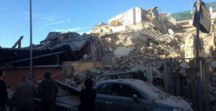 Crolla palazzina a Roma: estratto ferito, voci sotto macerie