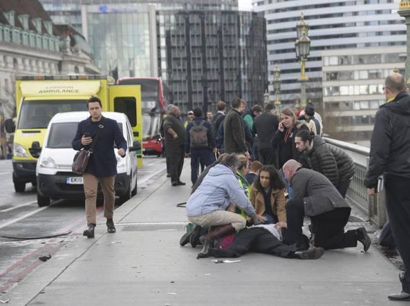 Attentato Londra, vittime salgono a 5. Diffuso vero nome del terrorista