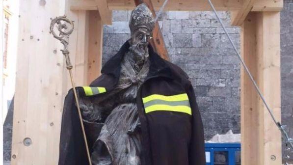 Terremoto Norcia : estratta intatta la statua di San Benedetto
