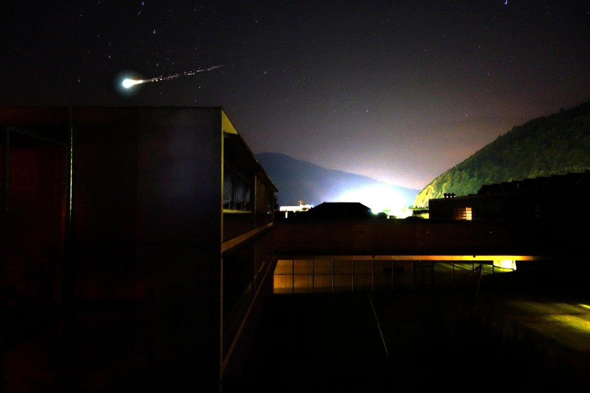 Meteorite illumina il centro nord ed esplode boato tra for Meteorite milano