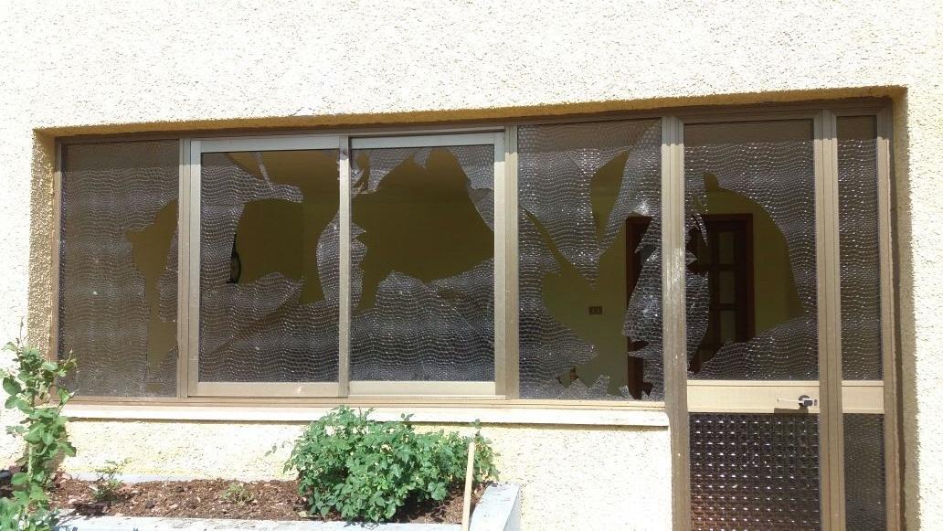 Maltempo, tromba d'aria distrugge stalla a Crema: alberi divelti e finestre rotte