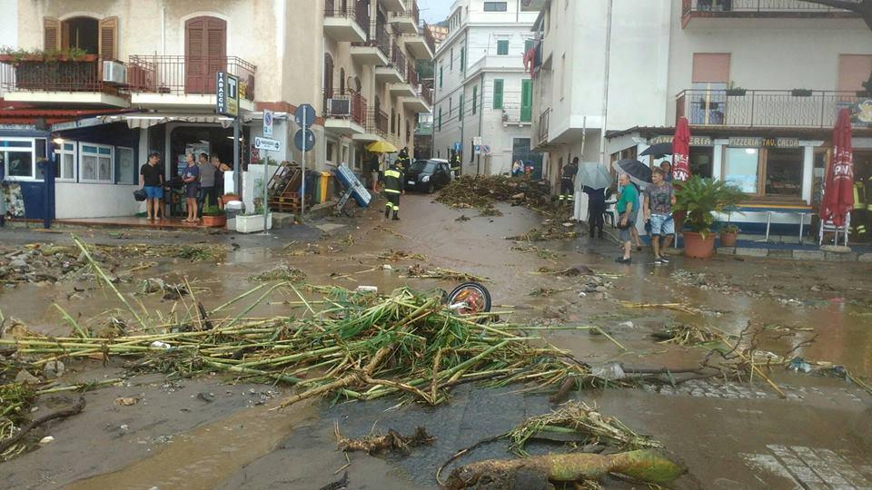 Maltempo, alluvione-lampo a Reggio Calabria: devastata Scilla