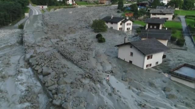 Frana in Val Bregaglia: 200 sfollati, strada chiusa