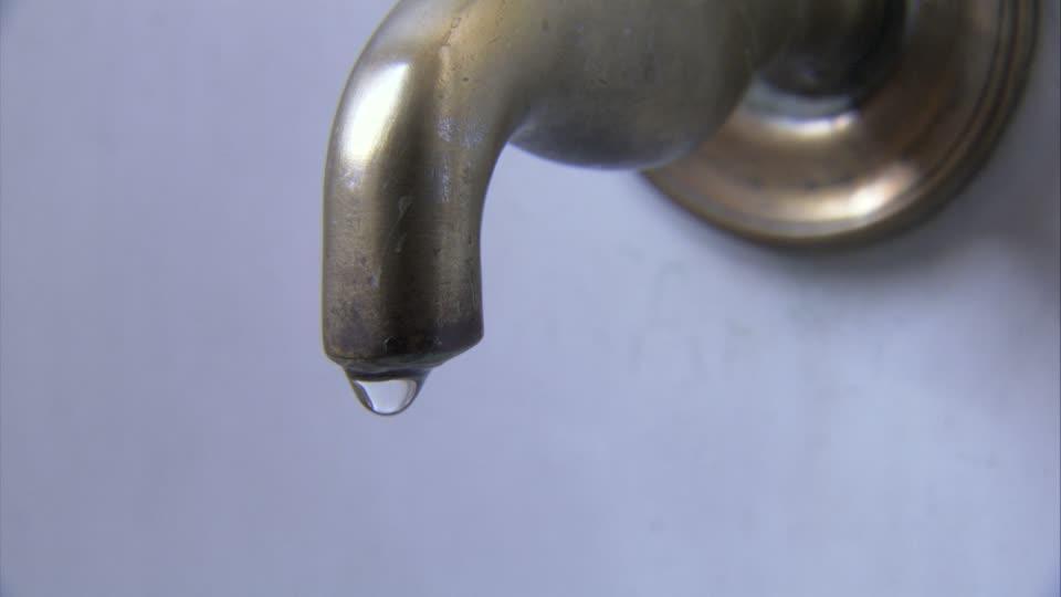 emergenza idrica al sud, allarme siccità tra Puglia e Basilicata -- Ci sarà un calo della pressione dell'acqua