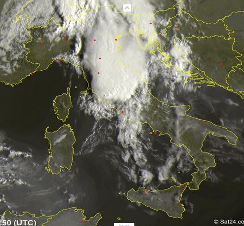 Meteo: piogge, mappa temporali e possibili nubifragi di sabato