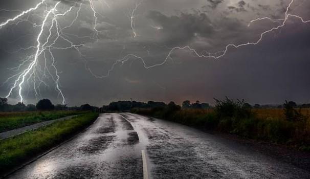 Previsioni meteo oggi: maltempo in arrivo,  attesi temporali