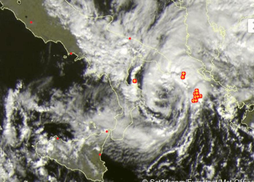 Meteo: ciclone simil tropicale (TLC) al Sud, maltempo e mareggiate