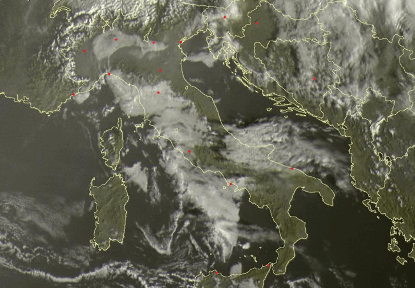 Previsioni meteo oggi: alta pressione, tra nubi basse e cieli sereni